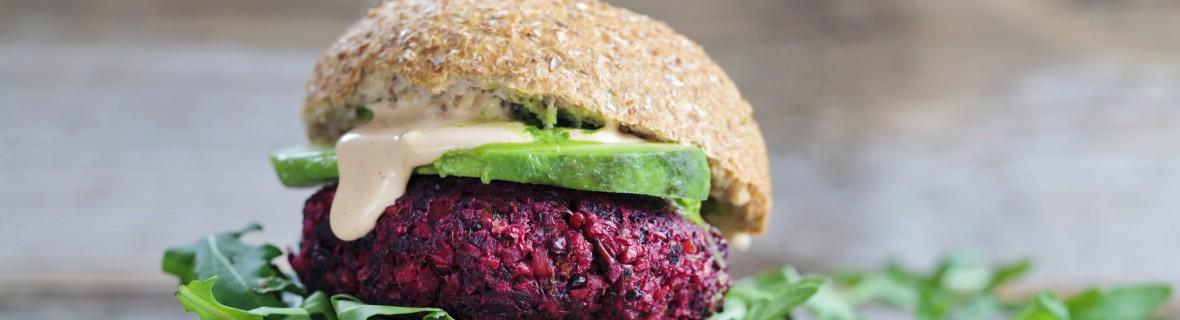Wegetariańskie burgery na grilla – zdrowa alternatywa dla hamburgerów
