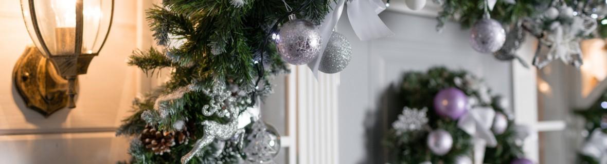Dekorujemy wejście – girlandy bożonarodzeniowe