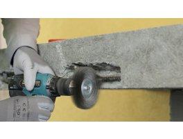 Oczyszczanie mechaniczne skorodowanego zbrojenia i zabezpieczenie stali. Źródło: archiwum BOLIX