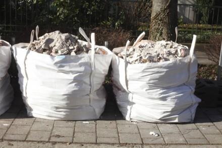 Worki na gruz przydadzą podczas prac remontowych (fot. istockphoto.pl)