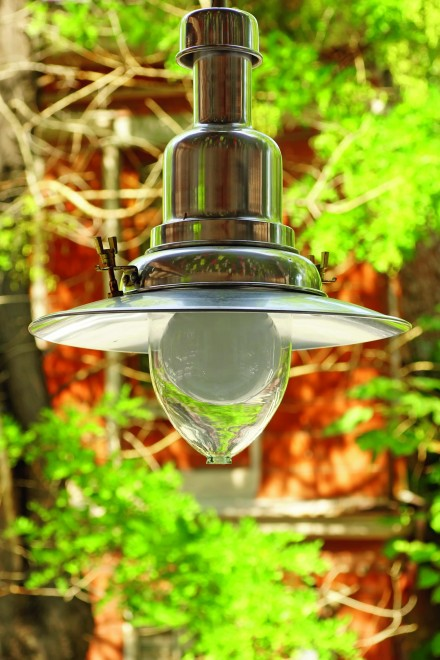 Dobrze oświetlony ogród wygląda również bardziej efektownie i nabiera reprezentacyjnego charakteru