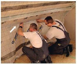 W celu swobodnej pracy konstrukcji należy przewidzieć naddatek folii paroizolacyjnej 1–2 cm – brak szkodliwych naprężeń.