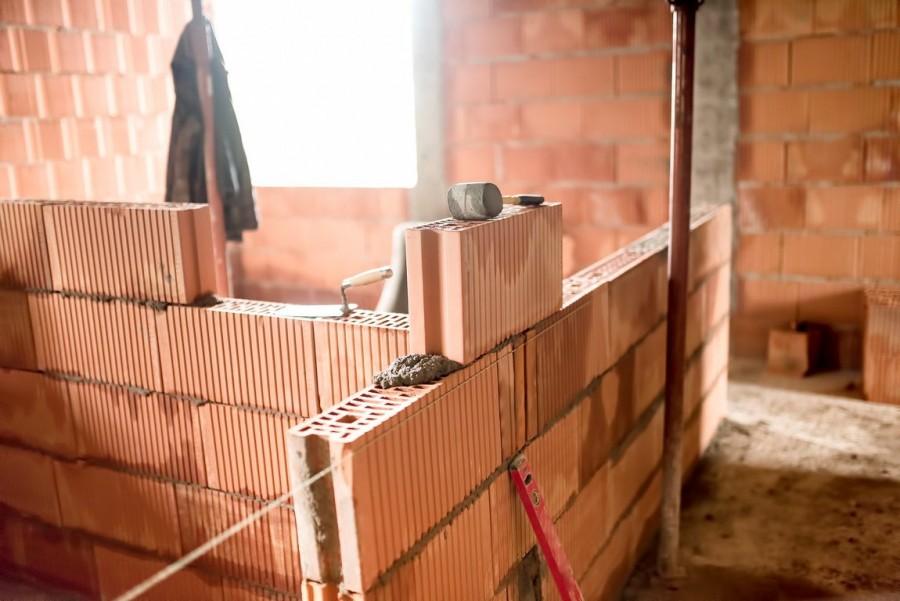 Grubość ścian nośnych zwykle przekracza 20 cm