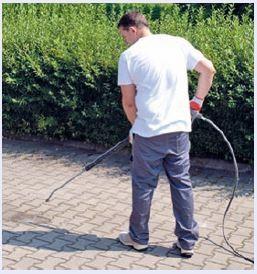 Kostka przed nałożeniem impregnatu powinna być wyczyszczona, sucha oraz dobrze zamieciona.