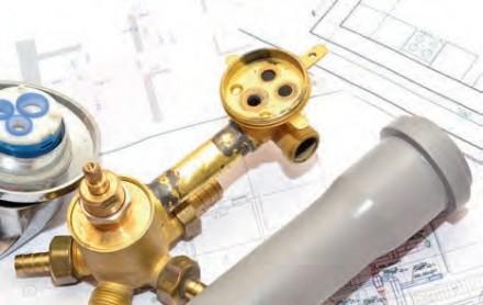 Zdj 1. Usprawnienie instalacji wodnej i kanalizacyjnej polega najczęściej na wymianie orurowania iprzyborów sanitarnych.
