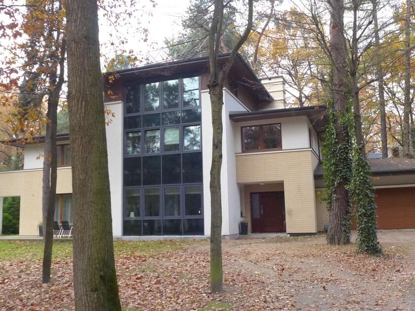 Dom z wejściem i garażem od południa