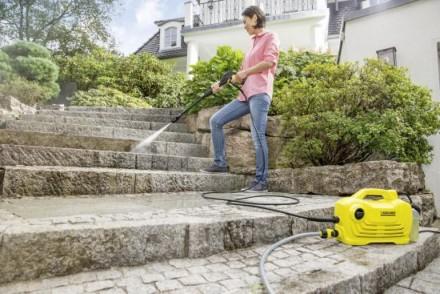 Dzięki myjce ciśnieniowej przydomowe porządki przeprowadzimy szybko, efektywnie i bez wysiłku