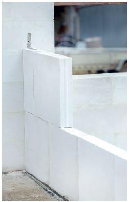 Szeroka oferta elementów z betonu komórkowego (w tym m.in. paneli średniowymiarowych) wpływa na uniwersalność materiału.