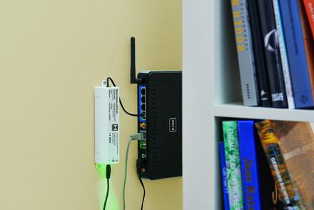 Po połączeniu bramki Gateway z domowym routerem,     za pomocą aplikacji BiSecur na smartfonie możemy skonfigurować poszczególne urządzenia z odbiornikiem radiowym.