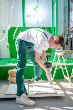 Fot. 3 Klej Mamut Glue firmy Den Braven zapewnia wygodę i bezpieczeństwo użytkowania.