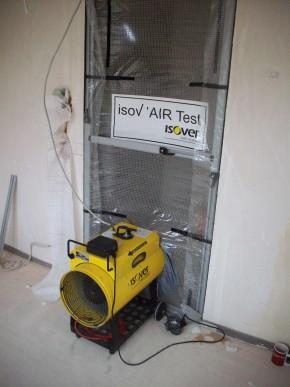 Szczelność domu możemy zweryfikować już w trakcie budowy, przeprowadzając test szczelności