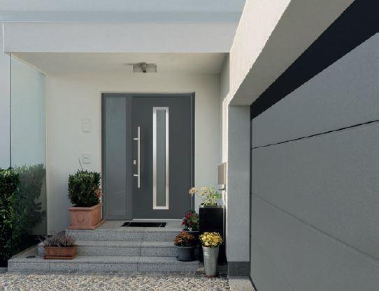 Brama garażowa RenoMatic z powierzchnią Planar i drzwi stalowe Thermo65 – w kolorze Matt deluxe