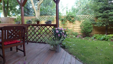 Ogrodzenie z drewnianych paneli