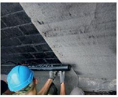 Montaż papy na ścianie fundamentowej budynku