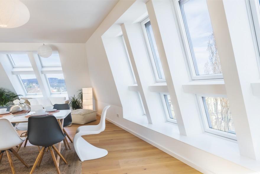 Zdj. 1. Odpowiednio doświetlone pomieszczenia poprawiają komfort użytkowania. Archiwum ROTO.
