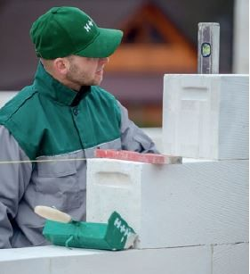 Rozpoczynając prace murarskie należy zadbać o zapewnienie odpowiedniego kompletu narzędzi.