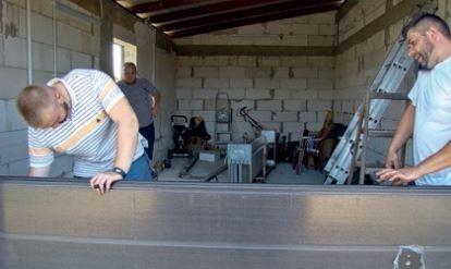 Godz. 10:30 – składanie paneli bramy.