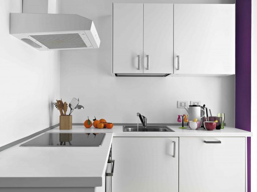 Sprzedając mieszkanie zadbajmy, aby w szafkach kuchennych było pusto i żadnych niepozmywanych naczyń w zlewie