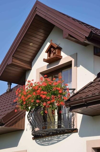 Opaski okienne to praktyczne dekoracje elewacji (fot. AdobeStock)
