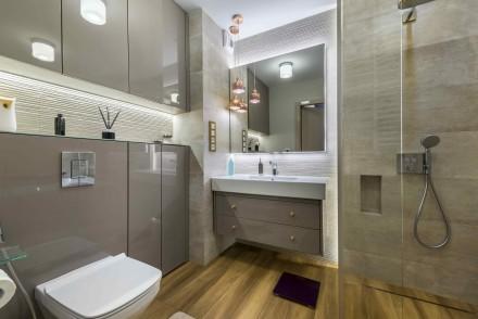 Oświetlenie łazienki może być zrealizowane w różny sposób