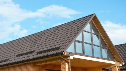 Dach z okapem to najczęściej wybierane rozwiązanie w domach jednorodzinnych