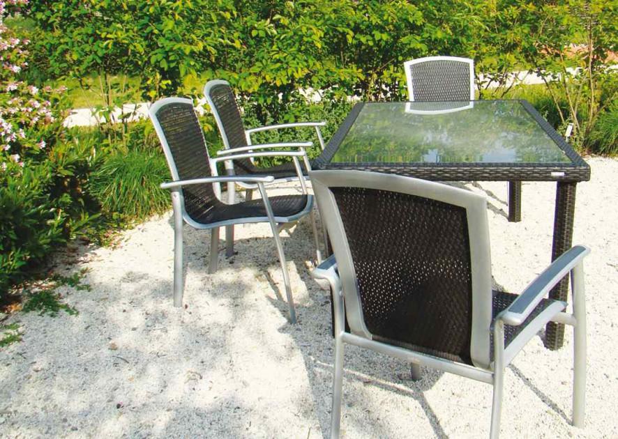 Warto, aby meble były wykonane z materiału odpornego na warunki atmosferyczne.