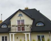 Do dachówek bitumicznych produkowane są specjalne elementy wykańczające.