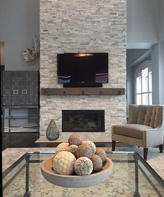Zdj. 6.  Obuduj kominek pięknym kamieniem lub płytką klinkierową, tworząc nieco rustykalny klimat w swoim domu.