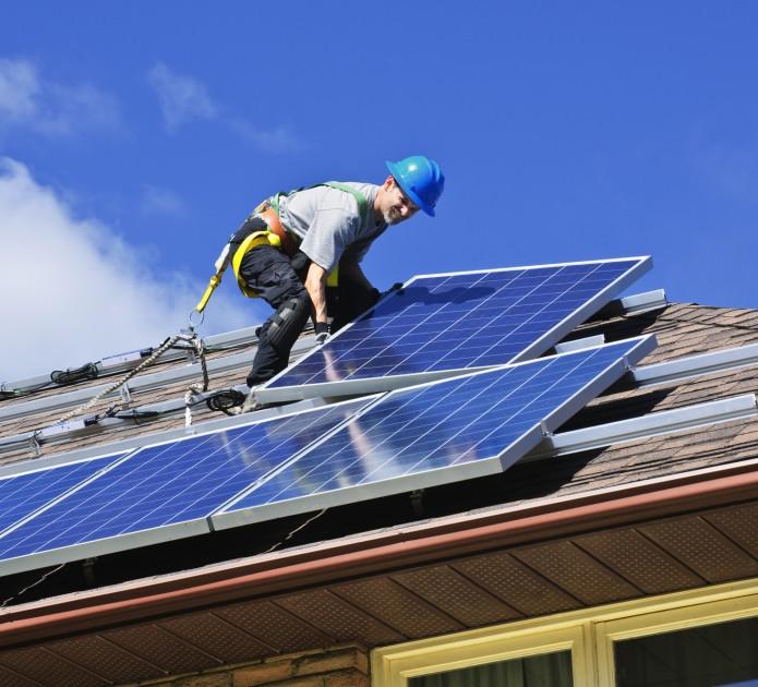 Nowi budowany dom musi być nie tylko dobrze zaizolowany termicznie, ale również zasilany energią, która nie ma negatywnego wpływu na środowisko naturalne