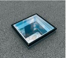 Okno z płaskim segmentem szklanym