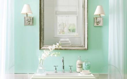 Farby do łazienki muszą być odporne na działanie wilgoci (fot. Benjamin Moore)