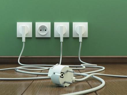 Oferta osprzętu elektrycznego jest ogromna – od najprostszych modeli po inteligentne gniazdka wtykowe