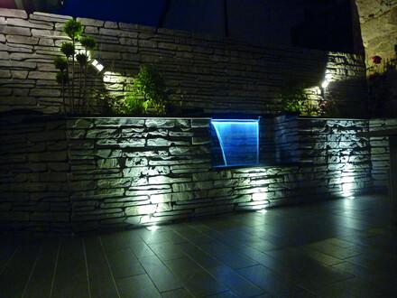 Zdj.1. Aranżacja z użyciem murka Albero z oświetleniem