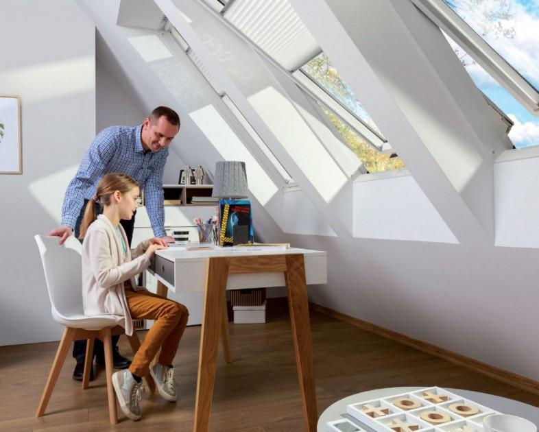 Okna dachowe zapewniają dopływ optymalnej ilości światła i świeżego powietrza (fot. Fakro)