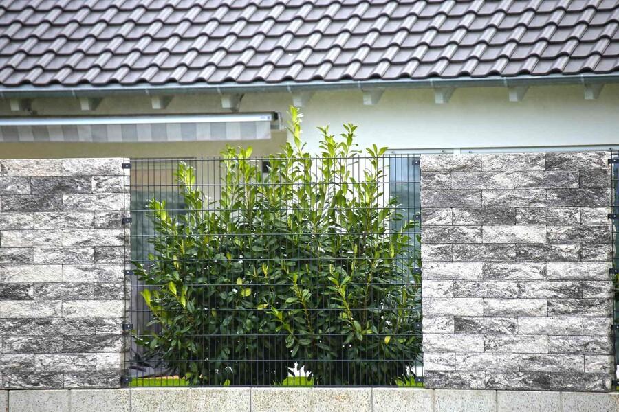 Nowoczesne ogrodzenie z bloczków betonowych