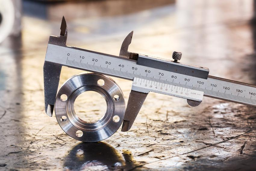 Zdj. 1. a pomocą suwmiarki noniuszowej możemy dokonywać pomiarów z dokładnością do 0,1; 0,05 czy 0,02 mm. Jej zaletą jest niezawodność oraz niska cena.