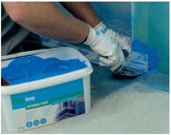 Zastosowanie folii w płynie, np. Knauf Hydro Flex.