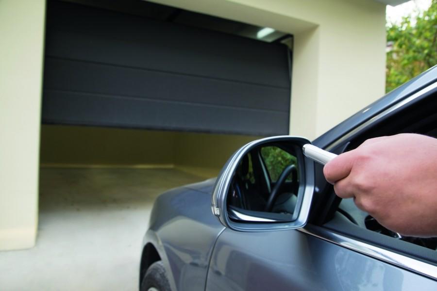 Brama wyposażona w automatyczny napęd zapewnia komfortowy i bezpieczny wjazd do garażu