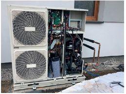 Pompa ciepła typu powietrze–woda w trakcie przeglądu serwisowego