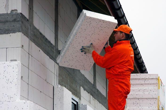 Często powodem pojawienie się pleśni jest przemarzanie ścian - wyjściem z tej sytuacji jest ocieplenie domu (fot. Termo Organika)