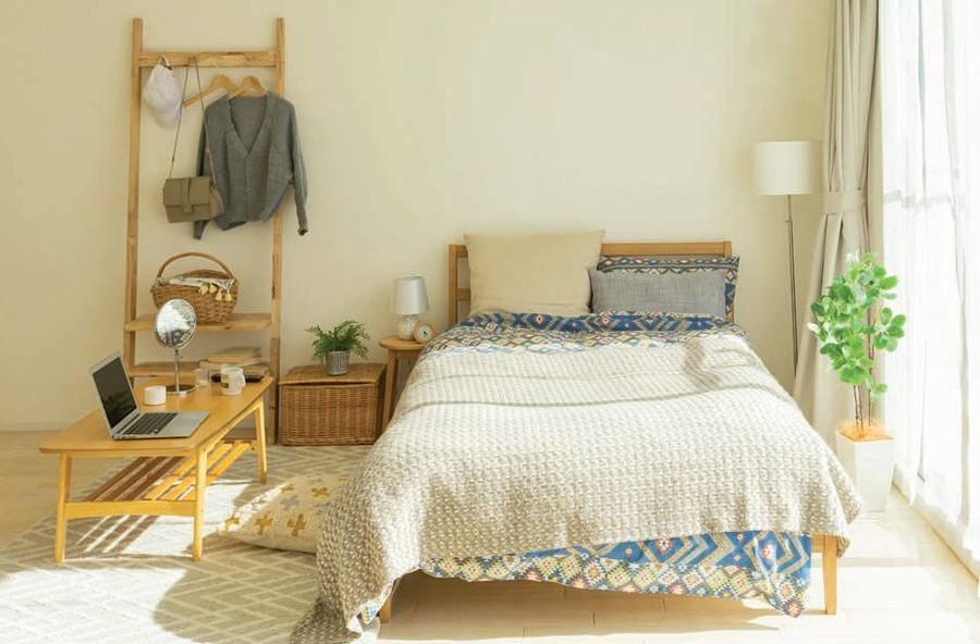 Zdj 2. Barwne pokoje ograniczają dobór mebli i dodatków.