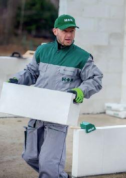 Bloczki z betonu komórkowego są lekkie, ich transport wewnętrzny na budowie nie przysparza wykonawcom problemów.