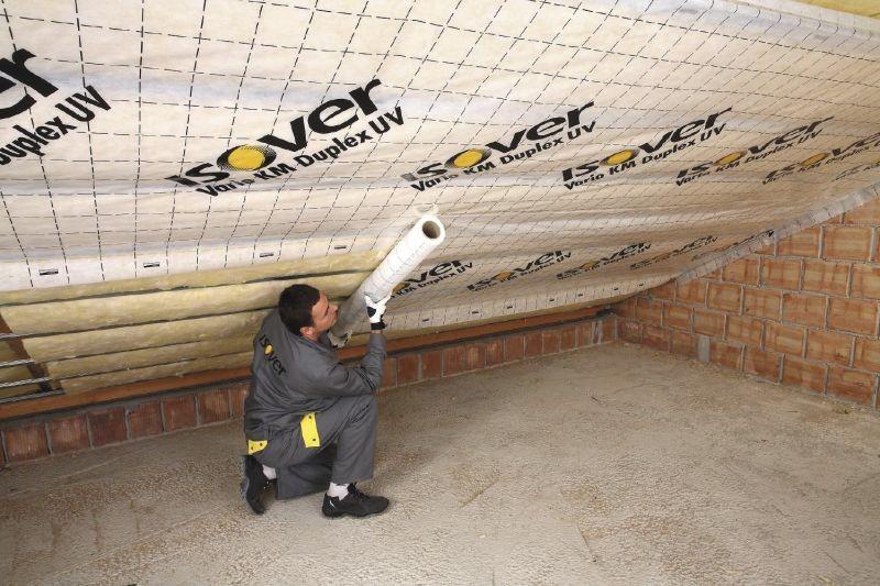 Folia paroizolacyjna ochrania termoizolację przed wilgocią powstającą wewnątrz domu