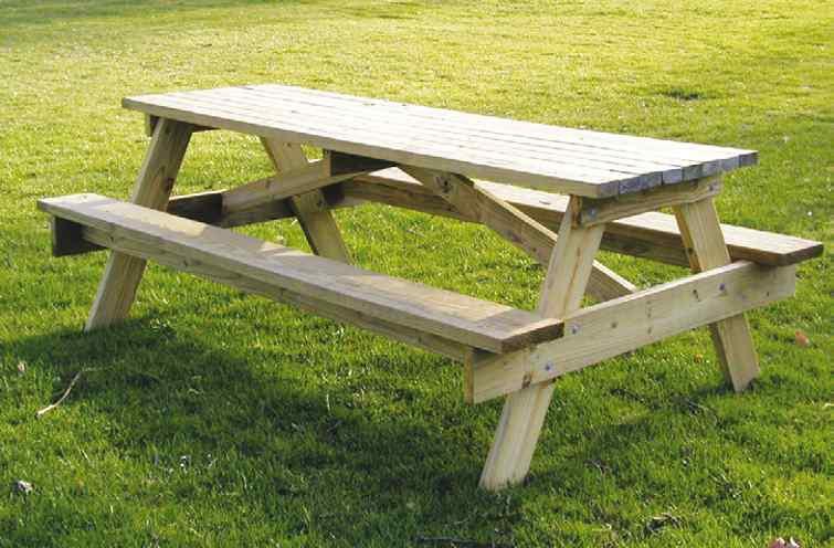 Niezabezpieczone drewno brzydko szarzeje.