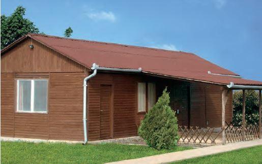 Pokrycie dachowe z bitumicznej płyty falistej