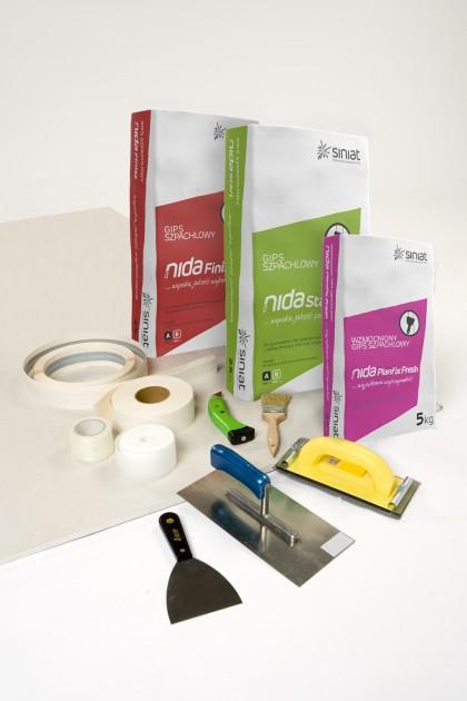Zestaw gipsów szpachlowych i narzędzi gwarantujący dobrą jakość szpachlowania