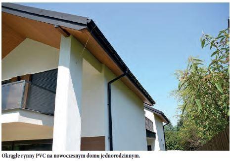 Okrągłe rynny PVC na nowoczesnym domu jednorodzinnym.