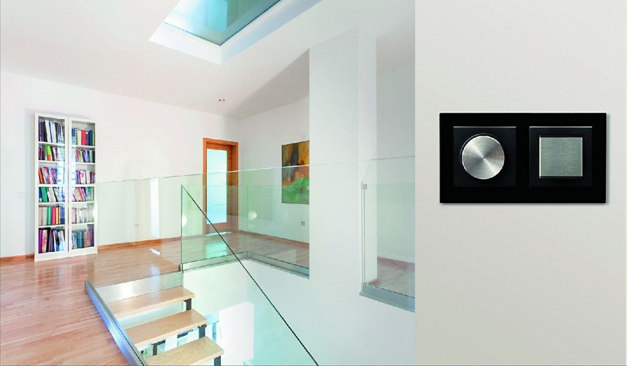 Sterowanie oświetleniem oraz wszystkimi domowymi instalacjami jest możliwe dzięki inteligentnym multiwłącznikom z modułem centralnym (fot. Ospel)