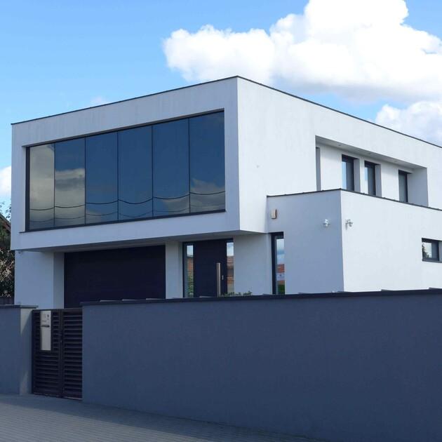 Dom piętrowy z płaskim dachem