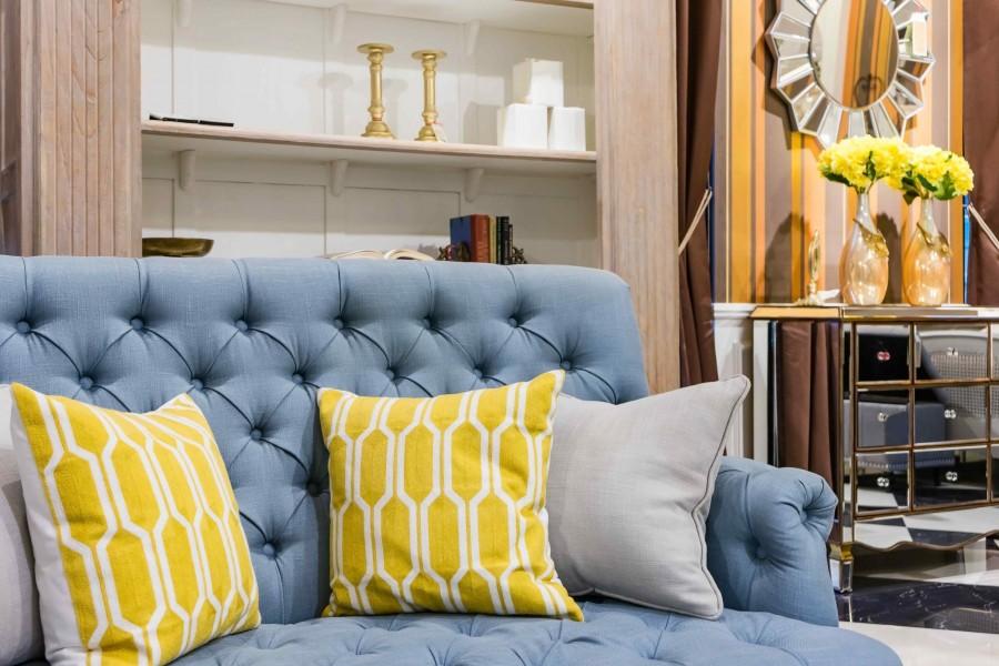Typowe dla stylu klasycznego są np. eleganckie sofy i fotele